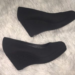 me too black suede studded wedges shoes